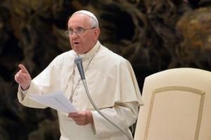Il Papa: Vergognoso il lavoro nero, la pensione e i riposi un diritto